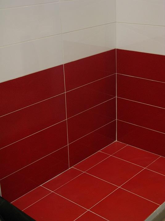 Carrelage salle de bain 20x60 fiber tau c ramica tau for Carrelage rouge et blanc pour salle de bain