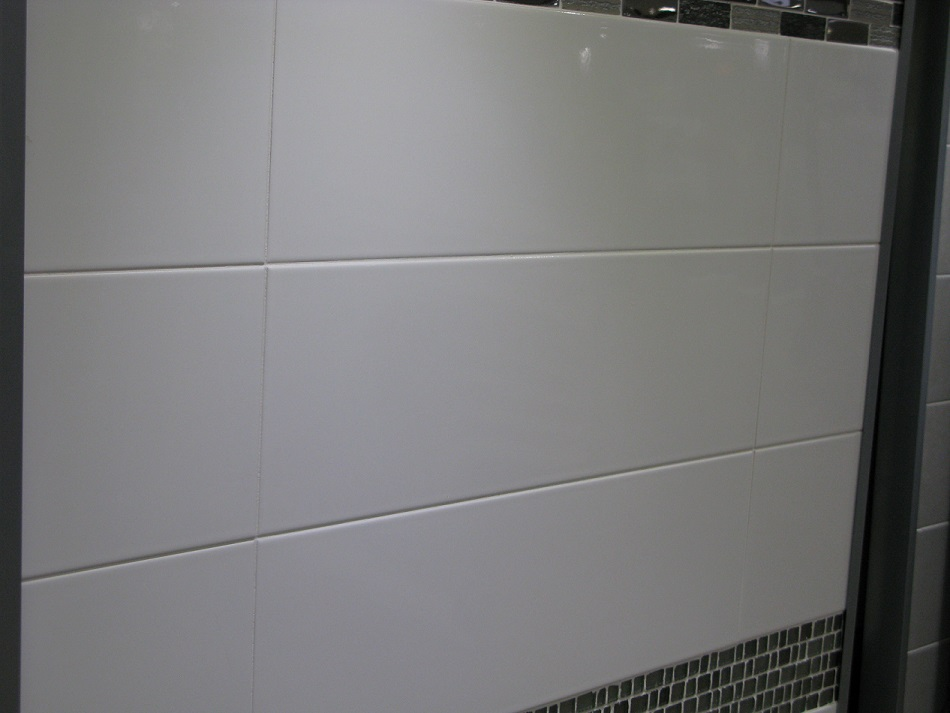 Carrelage mural blanc format 15x30 30x60 fa ence 1er for Epaisseur joint carrelage mural