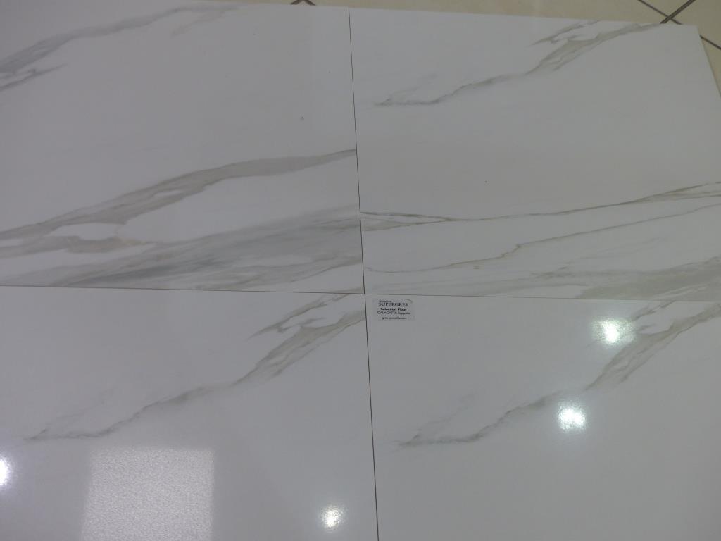 Carrelage marbr blanc poli brillant carr ou carrelage of for Carrelage marbre blanc brillant